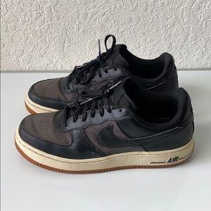 ✅Boys Nike Air Force 1 Black Gum Shoes Size 7Y